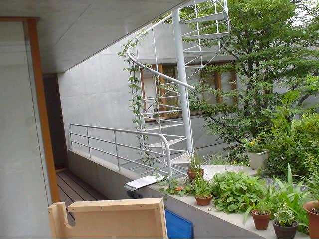 シンプルな螺旋階段