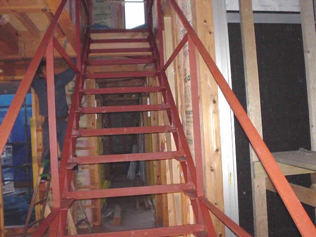 ほとんどをフラットバーで製作した室内用鉄骨階段