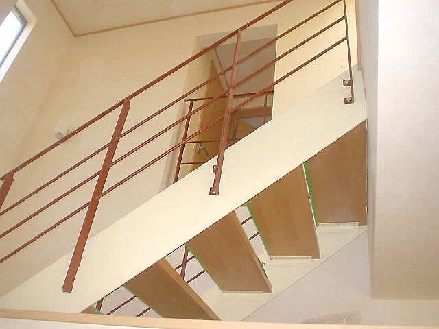 2Fから踊り場に降りる階段