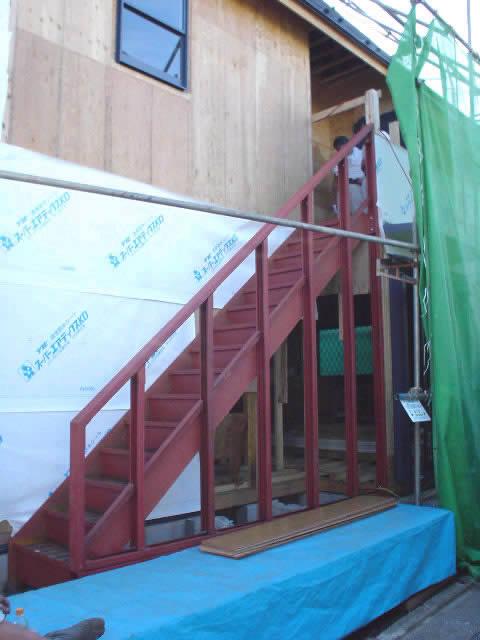 鉄骨階段の側壁はサイディングになる