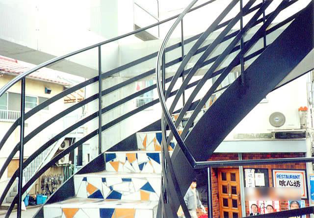 螺旋階段のステップの仕上がりはタイル