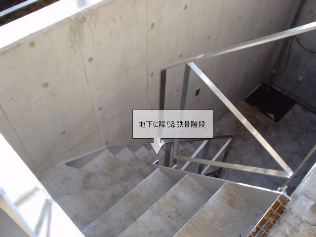 上から見た鉄骨階段