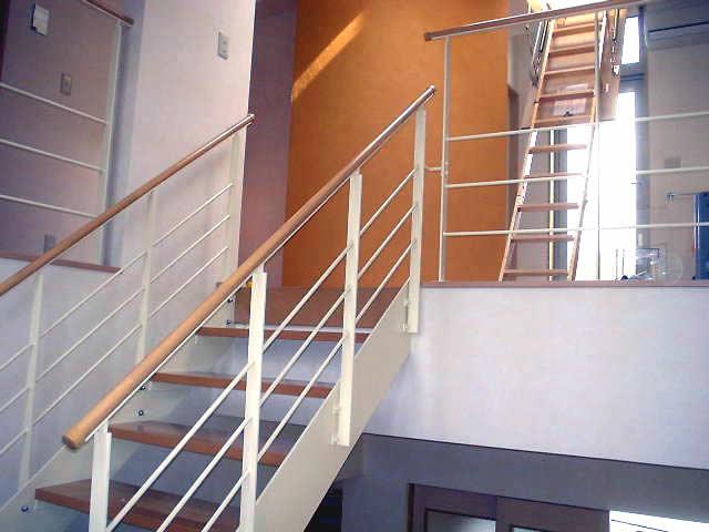 完成した室内鉄骨階段