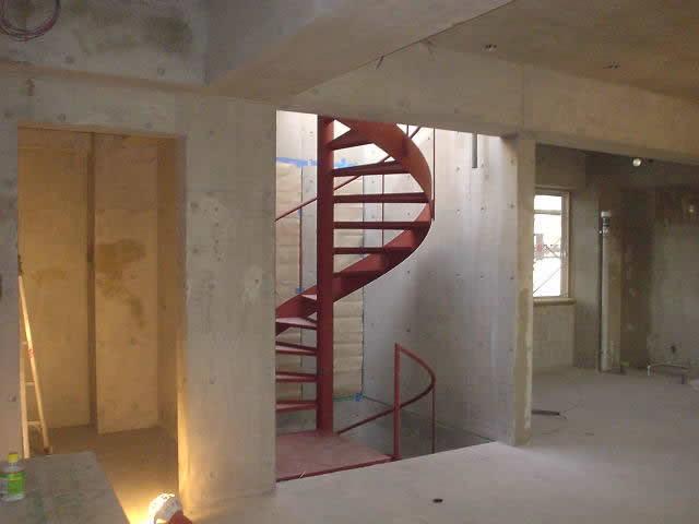 設置完了した螺旋階段の写真