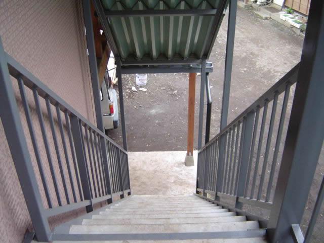 上からステップを見下ろす