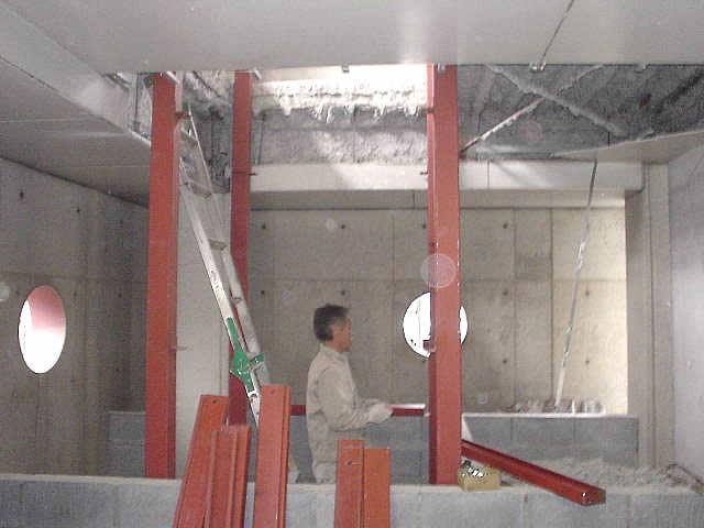 エレベーターシャフトのスペース用の構造鉄骨を準備する