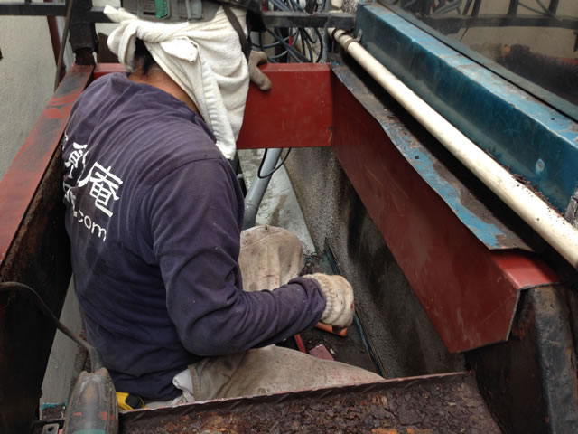 鉄骨改修工事をしている