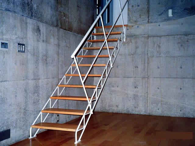 低コストで実現できるオリジナルのスケルトン鉄骨階段