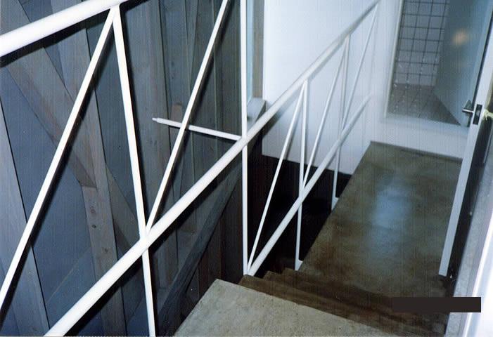 廊下の手すりもスケルトン階段の仕様に合わせている