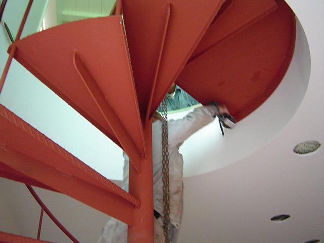 重畳が300キロの螺旋階段の工事写真