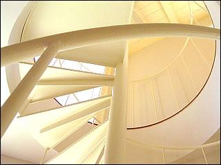 下から見上げた螺旋階段