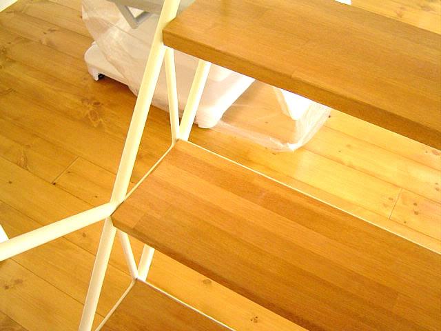 ササラ部は丸鋼で作られたシンプルな構成の軽量階段