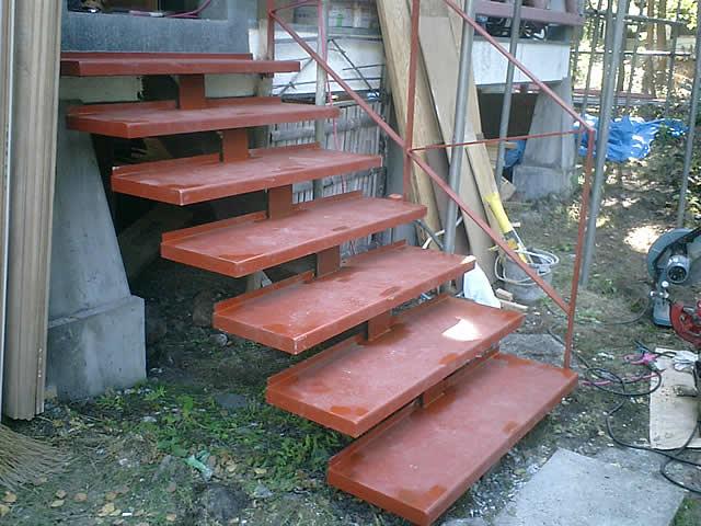 補強することで再利用された鉄骨階段