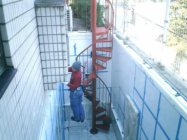 小型の螺旋階段