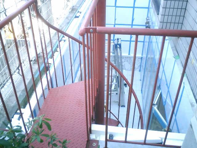小型螺旋階段の小さな踊り場