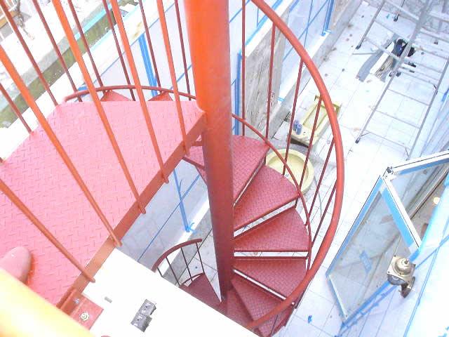 ペットが昇降する超小型の螺旋階段