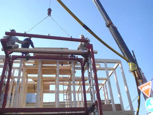 貴重な設置シーン!アパート鉄骨階段の設置工事レポート