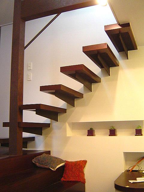 片持ち鉄骨階段の完成写真