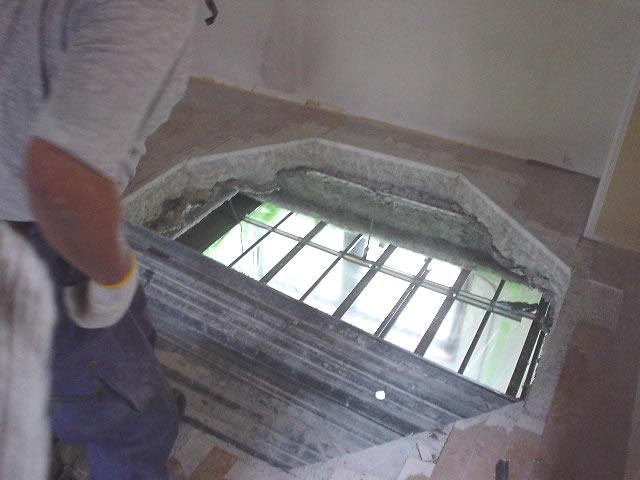 螺旋階段が通る穴が開通