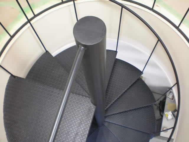 螺旋階段を上から見下ろす
