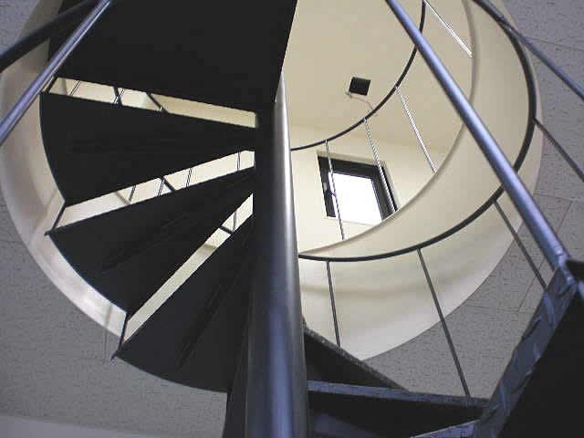 改築工事で完成した螺旋階段(下の階から見上げる)