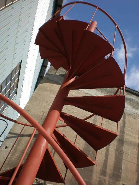 下から見上げる螺旋階段