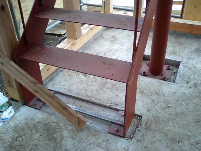 鉄骨階段のベースプレート