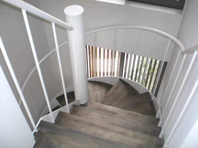 建物室内の鉄骨階段