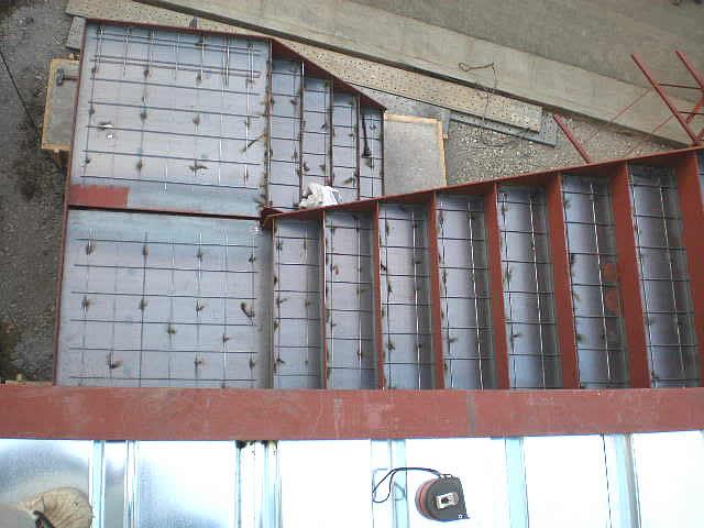 鉄骨階段のワイヤーメッシュ