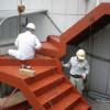 ビルの2階に出入り口を作って鉄骨階段で降りる