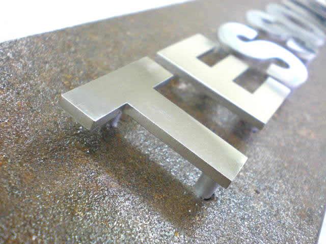 鉄創庵ラボの試作品。サビ表札を製作してみました。