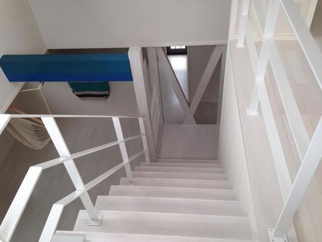 室内の階段手摺