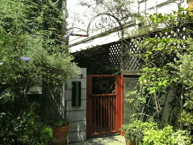 アンティーク調の鉄製オリジナル門扉