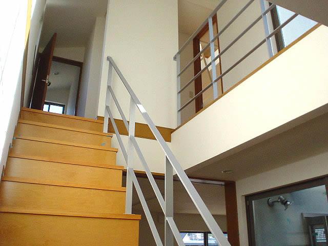 焼付塗装の鉄製の階段手摺