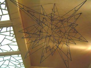 天井吊りオブジェ。計算された美しいデザイン!