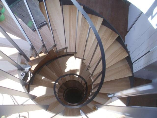 鉄骨らせん階段