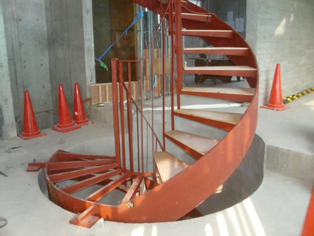 鉄骨製らせん階段