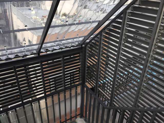 階段屋根の空間