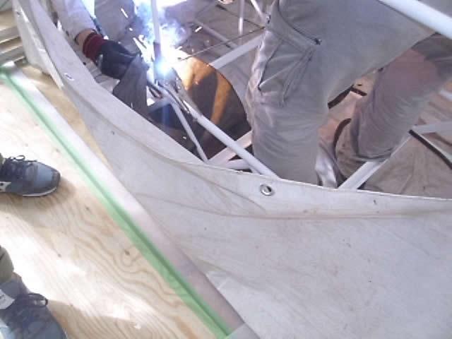 室内階段の手すり溶接作業