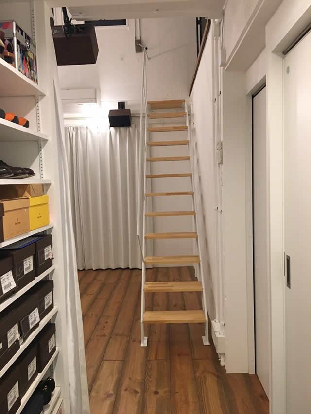 リノーベションにデザイン鉄骨階段が受けている