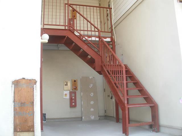 中折れ鉄骨階段
