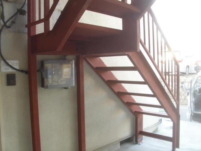 外階段の裏側