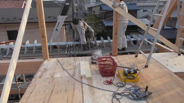 鉄骨梁の施工風景