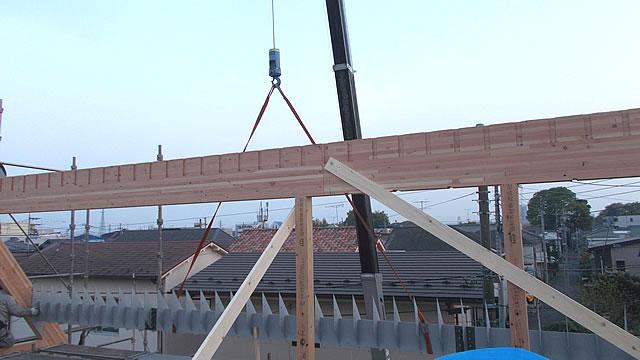 垂木受けの鉄骨梁工事