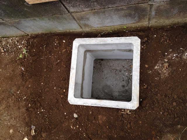 コンクリート枠の埋設