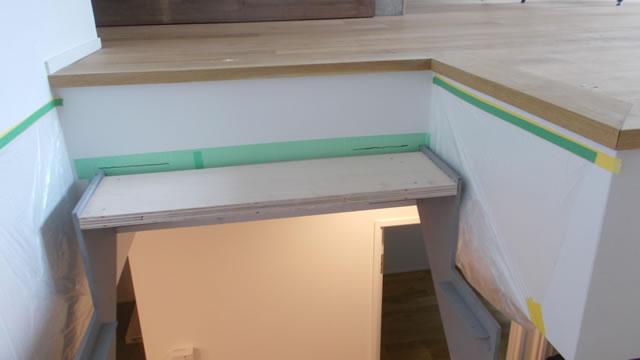 階段工事の室内風景