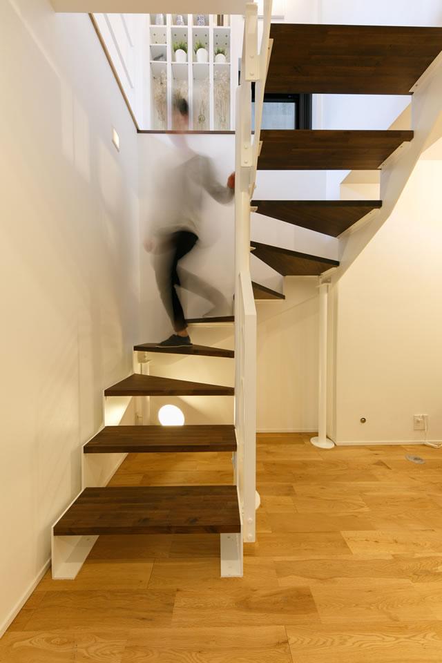 室内のまわり鉄骨階段